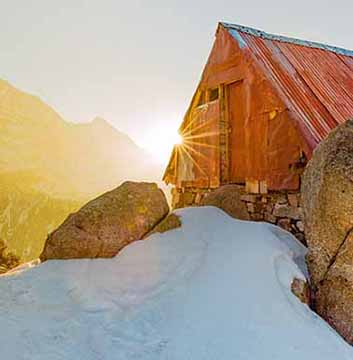 triund-trek-hut
