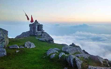 triund-trek-shiv-mandir